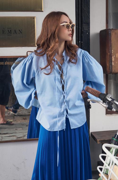 Tông xanh đang được lòng sao Việt cũng không thể thiếu trong bộ sưu tập váy áo mùa hè của Yến Trang.