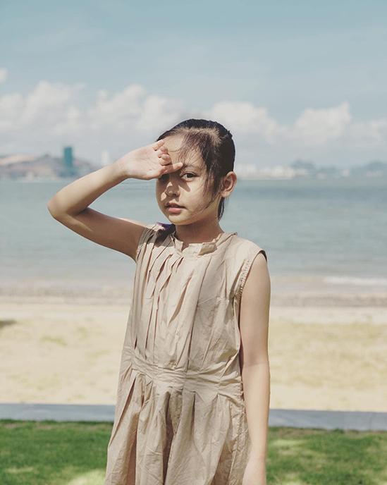 Gương mặt dễ thương cùng khả năng diễn xuất bằng ánh mắt khiến Chu Diệp Anh càng trở nên thu hút trên màn ảnh.