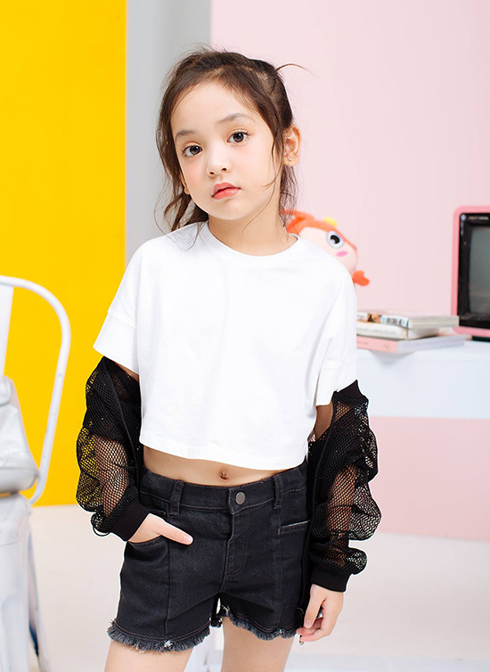 Ở đoàn phim, Diệp Anh đặc biệt thân thiết với diễn viên Việt Anh và Lương Thu Trang. Mỗi khi đến phim trường, cô bé đều gọi Việt Anh là bố Bí Ngô giống như Cami trong phim.