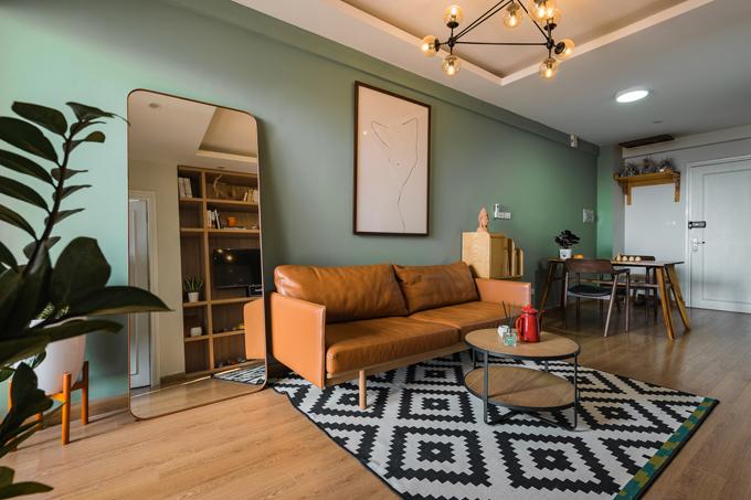 Nhờ gương, tranh và cây cối, căn hộ trở nên có sức sống, biến thành không gian nghệ thuật lý tưởng cho các bức ảnh sống ảo của gia chủ.