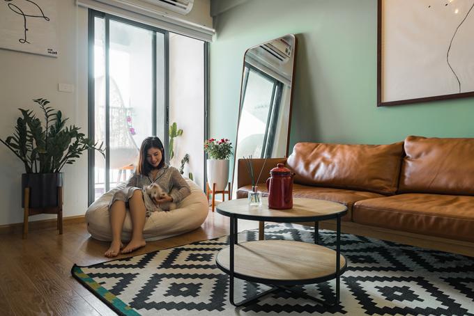 Căn hộ có diện tích 60 m2 tại Linh Đàm của cặp vợ chồng trẻ khi được bàn giao chưa có nội thất. Do đó, nhóm kiến trúc sư của Combo Home đã tư vấn gia chủ các phương án về nội thất hiện đại với 250 triệu đồng.