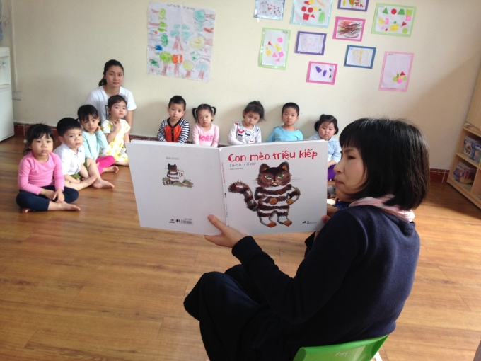 Ở trường mầm non do chị Thu đồng sáng lập, các bạn nhỏ được nghe đọc ehon hàng ngày.