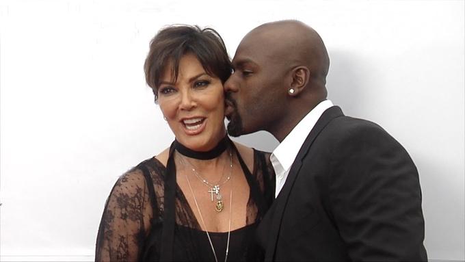 Mẹ Kim Kardashian và bồ trẻ khó khăn khi phải nhịn yêu hai tuần nhưng cả hai đã gắn bó sâu sắc hơn về tâm hồn sau thử thách của con gái.