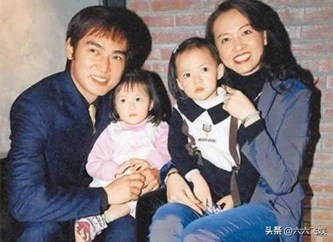 Tiêu Ân Tuấn và vợ cũ Fendi cùng hai con gái.
