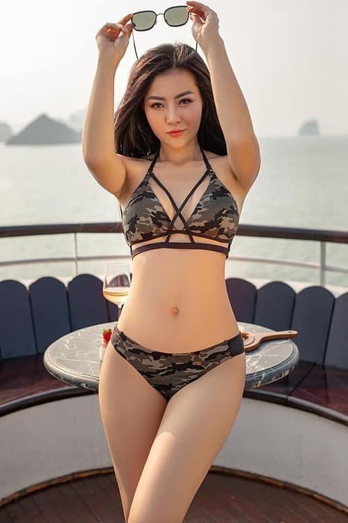 Diễn viên Thanh Hương phô body nóng bỏng với bikini.