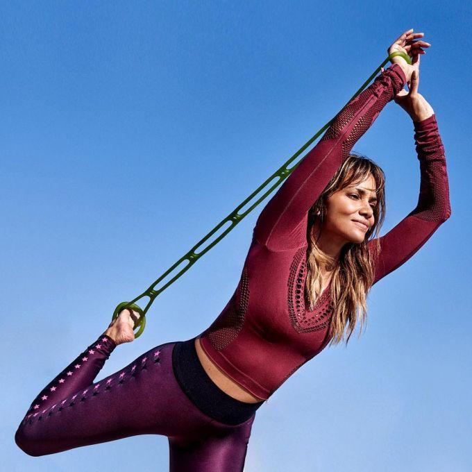 Người đẹp sinh năm 1966 rất chăm vận động và tập luyện với cường độ cao.