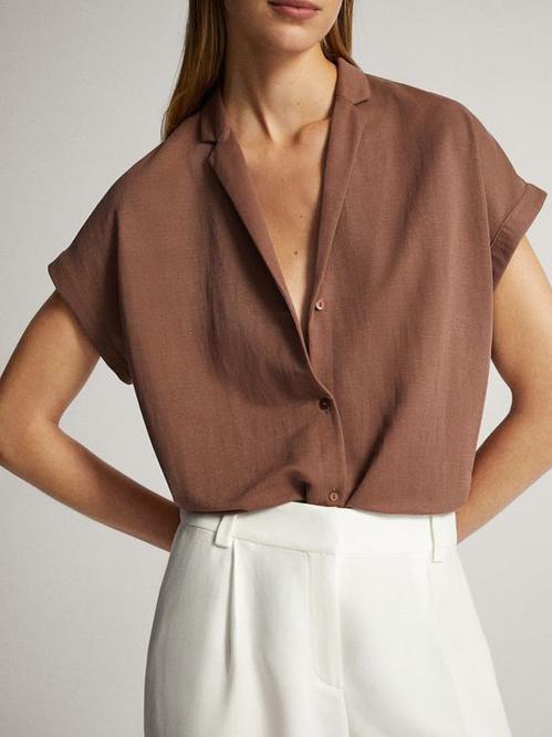 Với các mẫu áo thiết kế trên chất liệu thân thiện môi trường, các nàng văn phòng vẫn thoải mái thể hiện phong cách trang nhã.