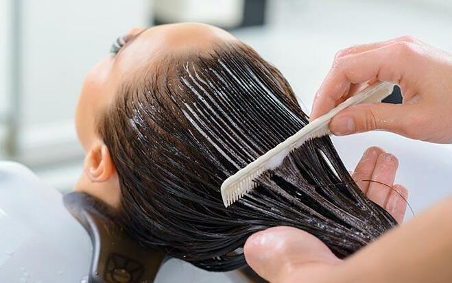 5 sai lầm khi dùng dầu xả khiến tóc nhanh bết
