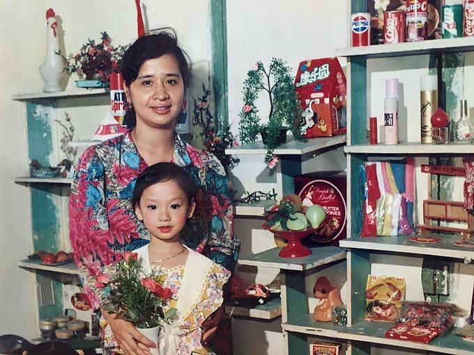 Trà My Idol chia sẻ bức ảnh thời nhỏ chúc mừng sinh nhật mẹ - người đàn bà xinh đẹp và đầy năng lượng nhất trong lòng cô.
