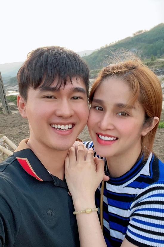 Thảo Trang bày tỏ: Quang Pháp tuy nhỏ tuổi nhưng tâm lý. Đôi khi có những cái tôi không để ý nhưng anh ấy lại biết hết. Điều tôi thích nữa ở chồng là sự tự tin, kiên định. Khi anh đã muốn thì không ai có thể thay đổi được.