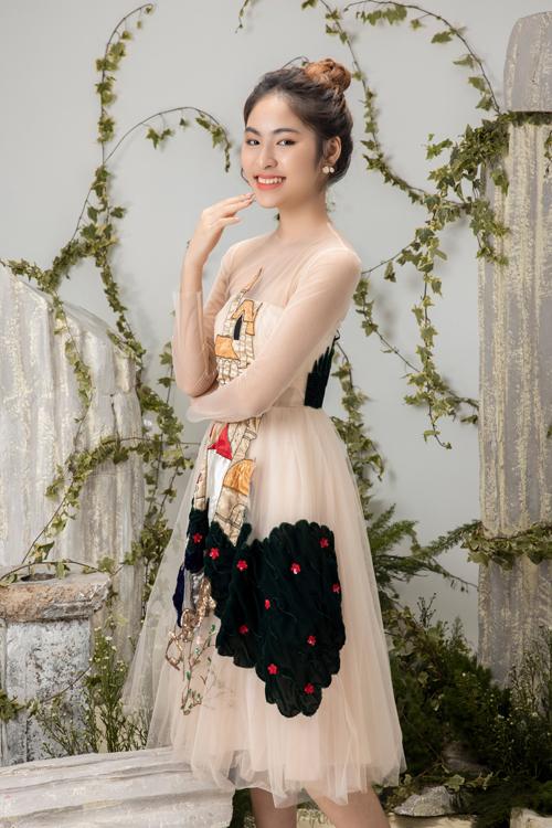 Đạo diễn Nguyễn Hưng Phúc cho biết, Jessie Nhã Uyên 17 tuổi là du học sinh và đam mê yêu thích thời trang. Mẫu teen mong muốn trở thành người mẫu diễn viên trong tương lai.