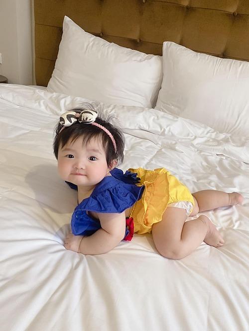 Đông Nhi ví con gái như nàng Bạch Tuyết, còn thiếu 7 chú lùn nữa là đủ tiêu chuẩn đi gặp hoàng tử.