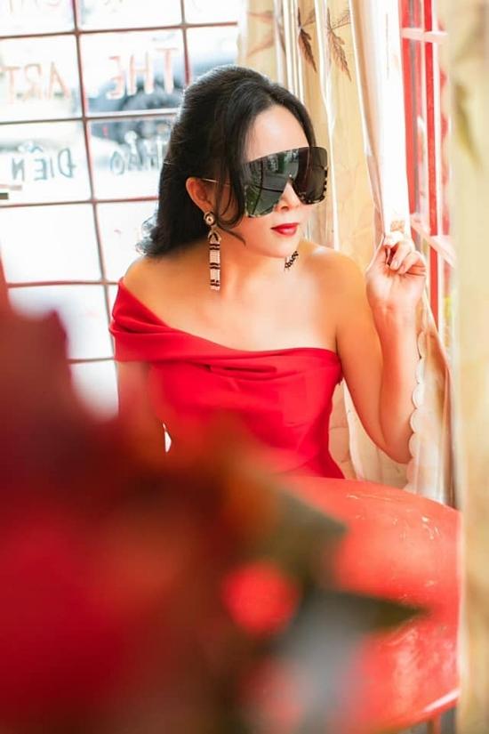 Phượng Chanel chủ yếu ở Hà Nội để thuận tiện kinh doanh, chăm sóc các con gái: Su Su, Su Ri và Su Mi.