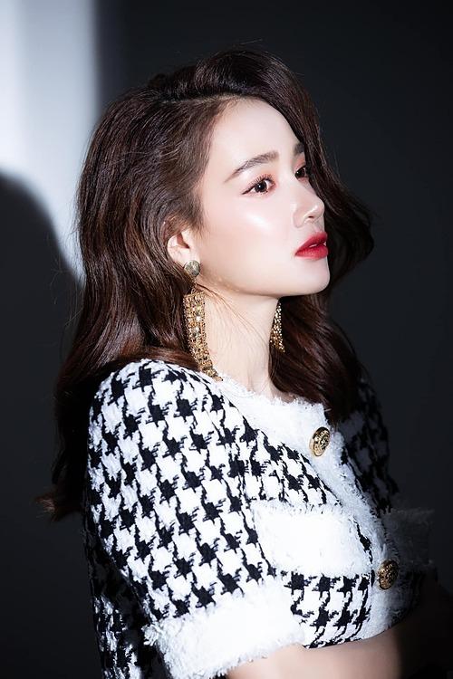 Nhã Phương hỏi fan có thích style này của cô không?