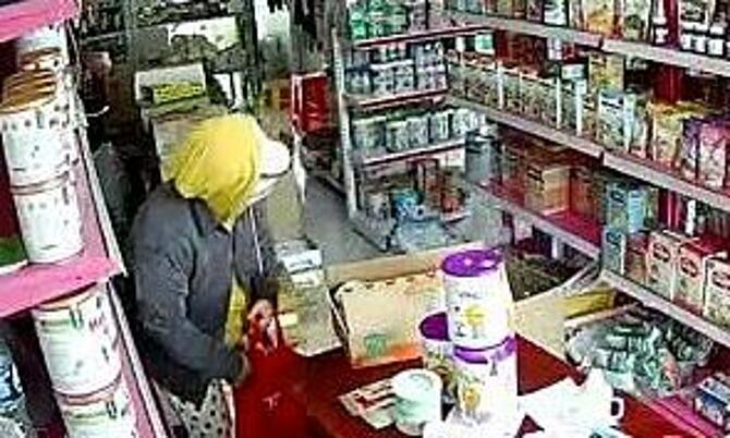 Nhóm người dàn cảnh trộm 20 triệu đồng của cửa hàng bách hóa