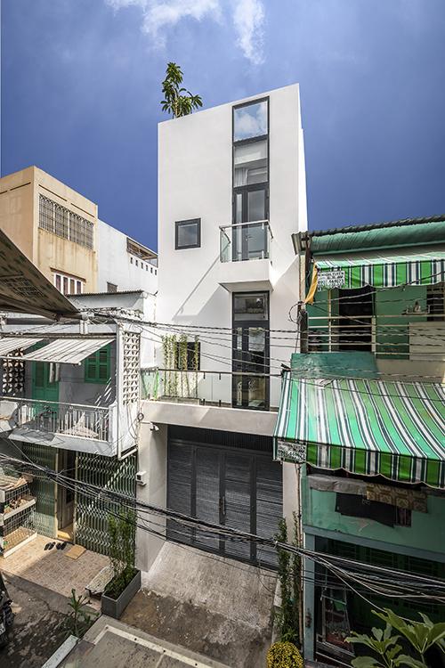 Ngôi nhà có diện tích 72 m2 toạ lạc tại huyện Tân Bình, TP HCM được thiết kế bởi Story Architecture vào năm 2020.