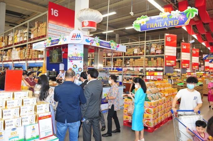 Hiện MM bày bán 1.000 mặt hàng nhập khẩu Thái Lan với ưu đãi đến 49%.