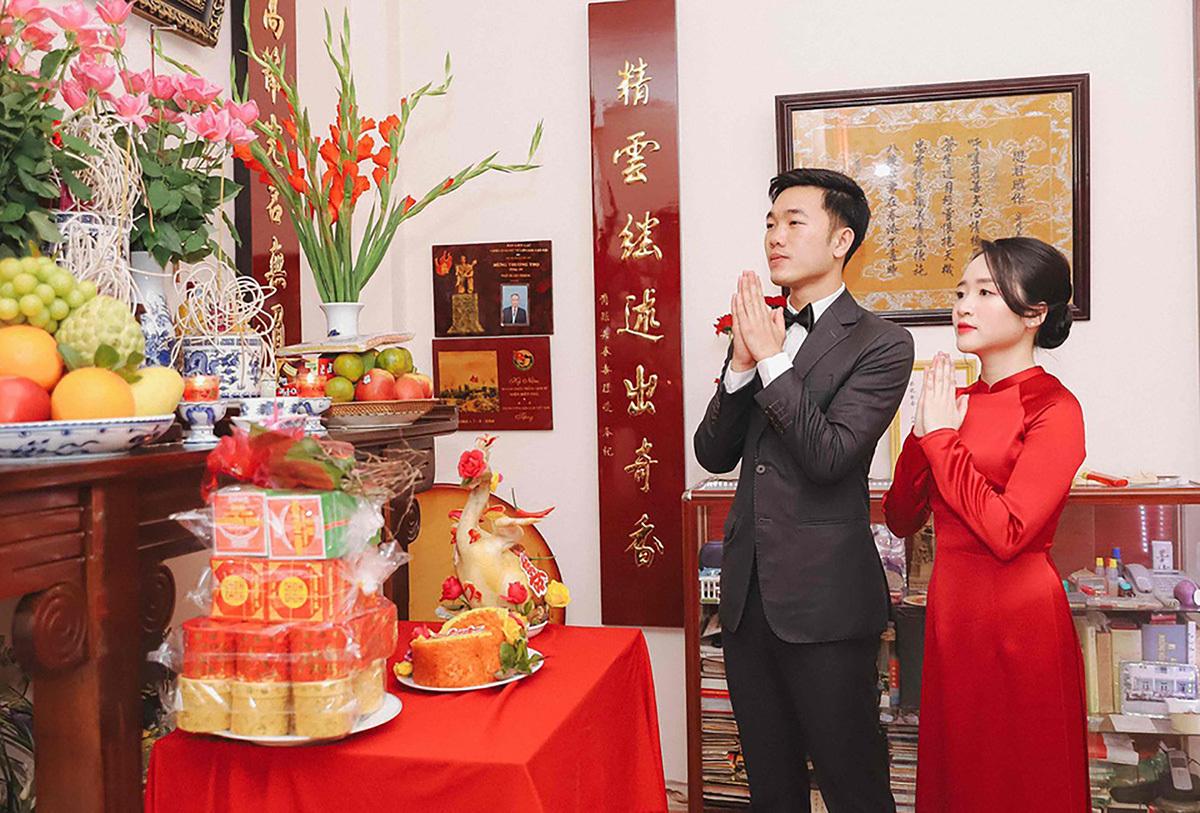 Loạt ảnh full HD của Xuân Trường - Nhuệ Giang trong lễ ăn hỏi: Cô dâu chú rể hôn nhau cực ngọt ngào