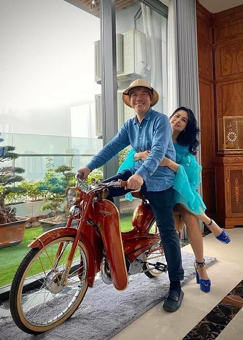 Thanh Lam hạnh phúc bên bạn trai.