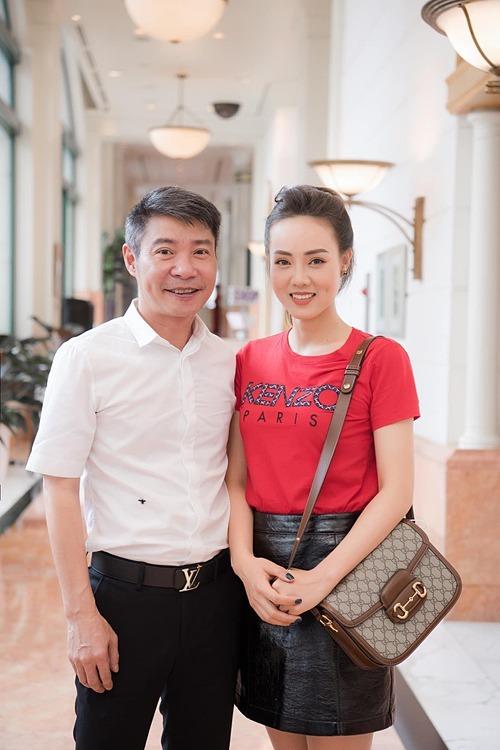 Nghệ sĩ Công Lý đăng ảnh hạnh phúc bên bà xã Ngọc Hà.