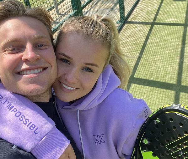 Frenkie de Jong và bạn gái cùng tuổi bên nhau suốt 6 năm qua. Ảnh: Instagram.