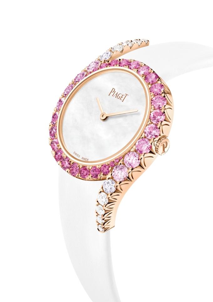 Mẫu Precious Sunset tỏa sáng với sắc màu ấm áp của đá sapphire hồng, kim cương cùng vàng hồng 18K.