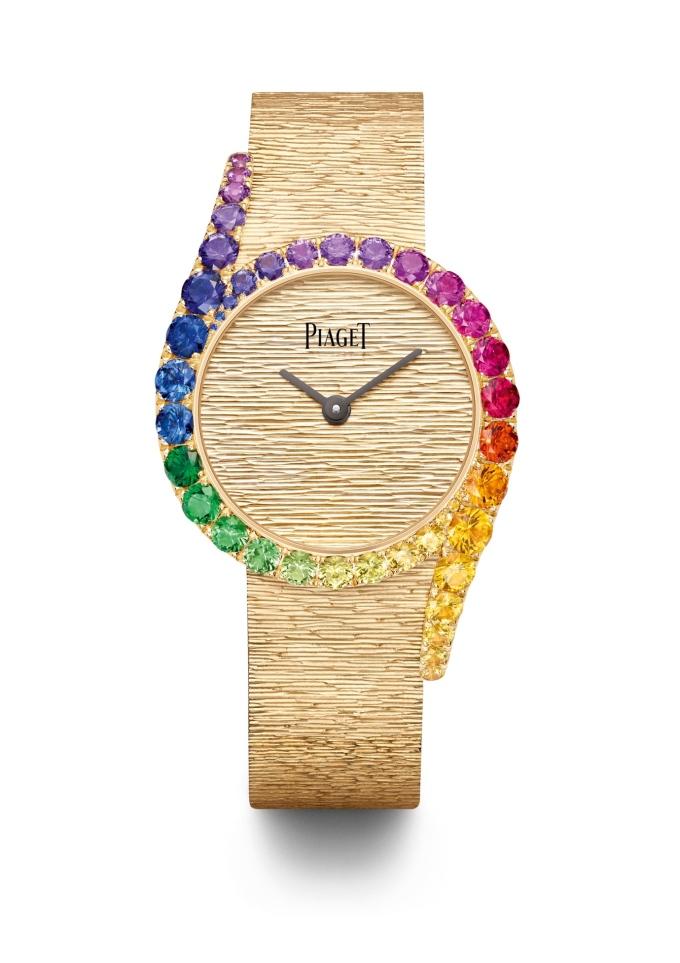 Lấy cảm hứng từ các công trình kiến trúc, kỹ thuật trang trí Palace Décor đặc trưng từ Piaget được áp dụng cho mẫu Precious Rainbow, hòa quyện giữa chuyên môn chế tác đồng hồ, đá quý và đúc vàng của thương hiệu.
