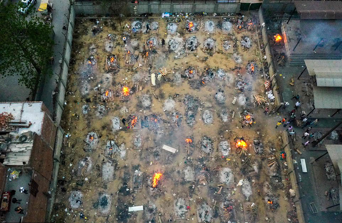 Một lò hỏa táng của Ấn Độ hoạt động không ngưng nghỉ trong đại dịch. Ảnh: AFP.