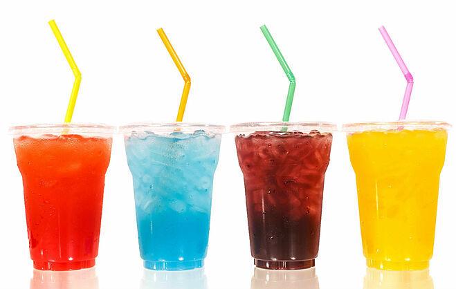 Nên uống nước ép hoa quả tươi hoặc trà thảo mộc thay vì nước ngọt.