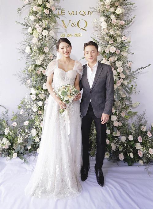 Cô dâu chú rể trong đám cưới ở Nha Trang hôm 22/4