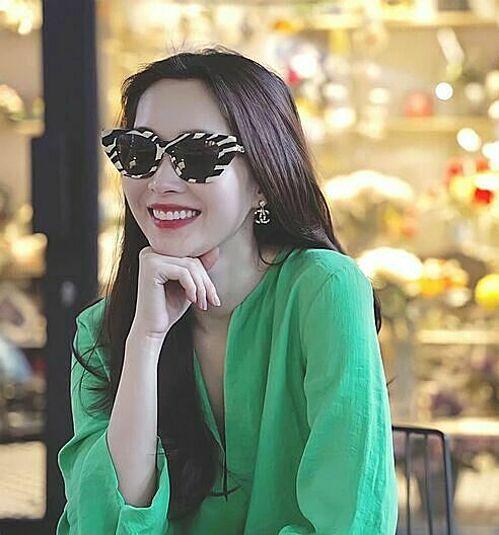 Hoa hậu Thu Thảo khoe nụ cười tỏa nắng và tâm sự: Hôm nay chợt nhớ ra ai đó đã nói: Hạnh phúc không phải là đích đến mà là cuộc hành trình ta đang đi.