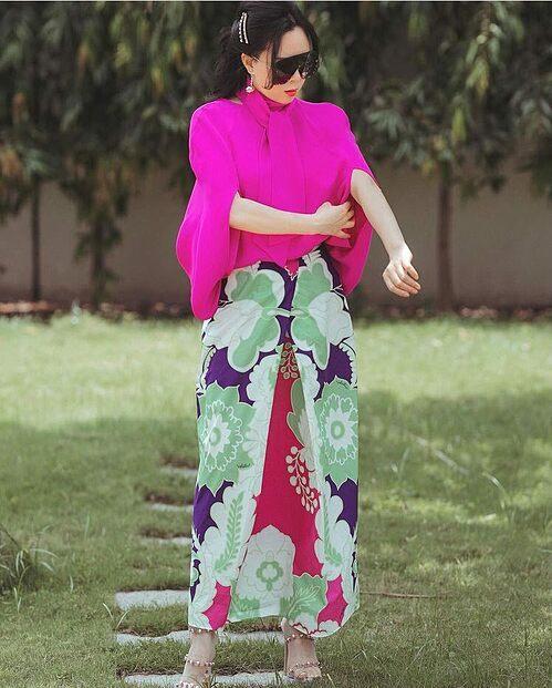 Trang phục tháng 5 rực rỡ của Phượng Chanel.