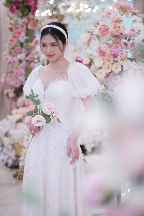 Thiết kế váy cưới tay bồng có thể hô biến mọi cô dâu thành nàng công chúa trong ngày vui của mình.