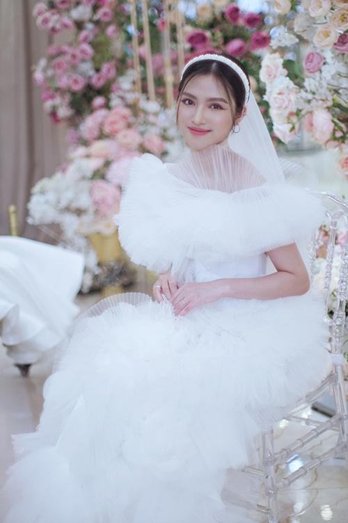 Bộ cánh là sự lựa chọn hoàn hảo cho cô dâu thích sự phá cách.