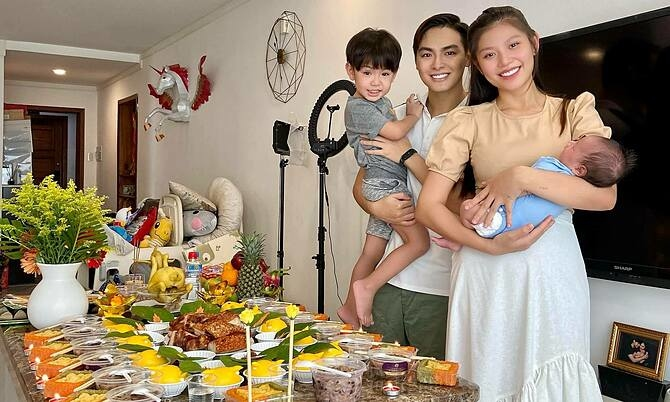 Ảnh sao 11/5: Vợ chồng Chúng Huyền Thanh làm đầy tháng cho con