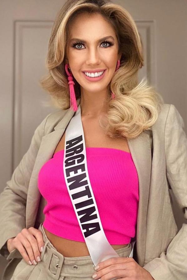 Đại diện Argentina phồ đồ ngọt ngào nữ tính.