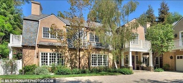 Adele đang sống cùng con trai trong biệt thự ở Los Angeles.