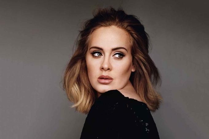 Adele trưởng thành với sự yêu thương, chăm sóc của mẹ trong khi bố bỏ rơi cô từ năm 11 tuổi.