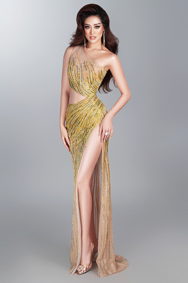 Cùng với sự tập luyện cùng ban tổ chức, Khánh Vân thêm lột xác. Ở tuổi, có thể nói Khánh Vân đang ở giai đoạn chín muồi nhan sắc: rực rỡ, hiểu rõ bản thân thế nào và là phiên bản hoàn hảo nhất của chính mình. Hiện cô có mặt ở Mỹ tranh tài Miss Universe cùng 73 hoa hậu khác.Chung kết Miss Universe 2020 diễn ra sáng 17/5 (giờ Hà Nội). Đương kim hoa hậu là Zozi Tunzi, 28 tuổi, đến từ Nam Phi.