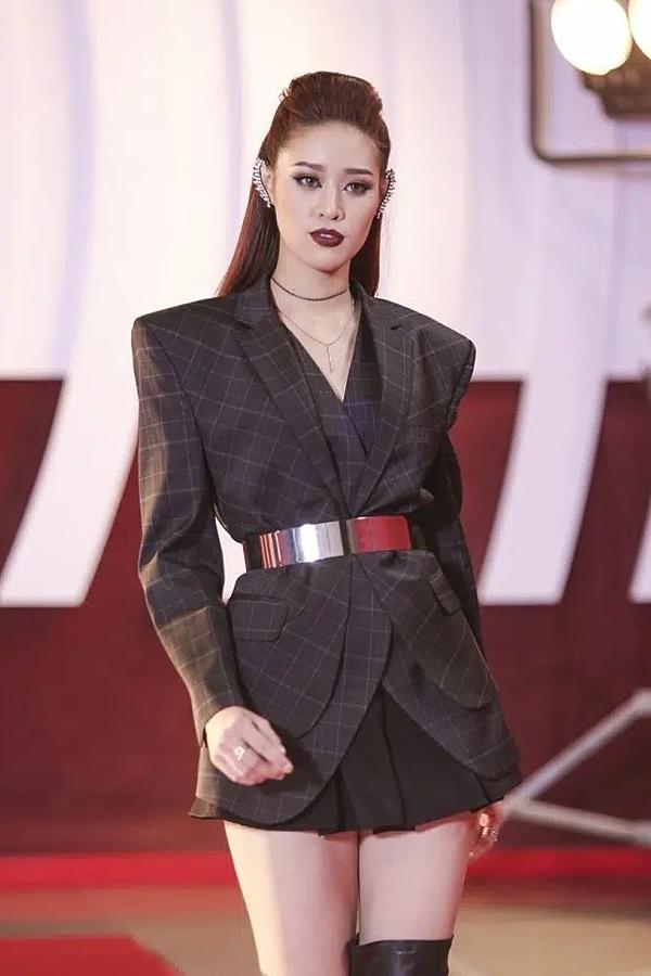 Năm 2018, chân dài đăng ký thi Siêu mẫu Việt Nam và giành giải Bạc chung cuộc.