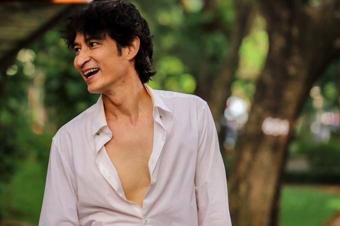 Huy Khánh trên phim trường Bí mật 69.