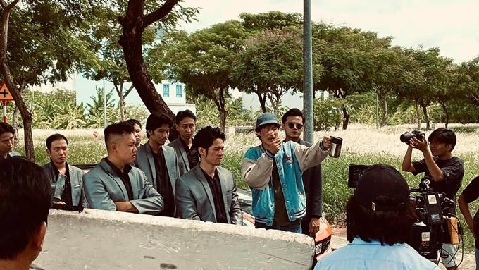 Huy Khánh chỉ đạo diễn viên của Bí mật 69.