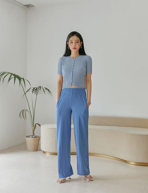 Cùng với xanh dương quen mắt là các mẫu áo - quần cắt may bằng vải hợp xu hướng hè trên gam xanh lilac.