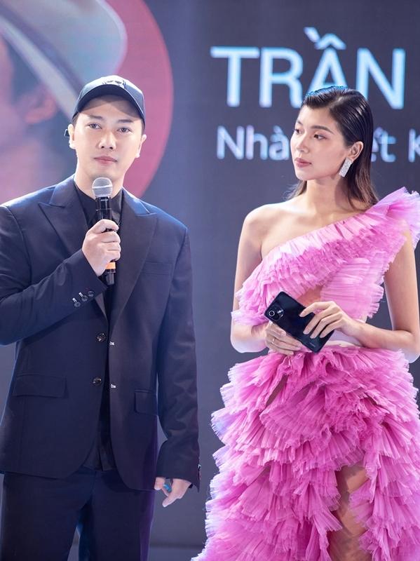 Thanh Mai, Thủy Tiên đụng váy cắt xẻ của NTK Trần Hùng - 8