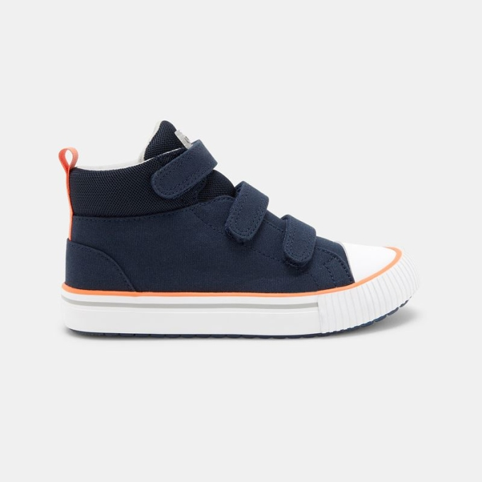 Những đôi sneakers khoẻ khoắn, năng động cho bé trai.