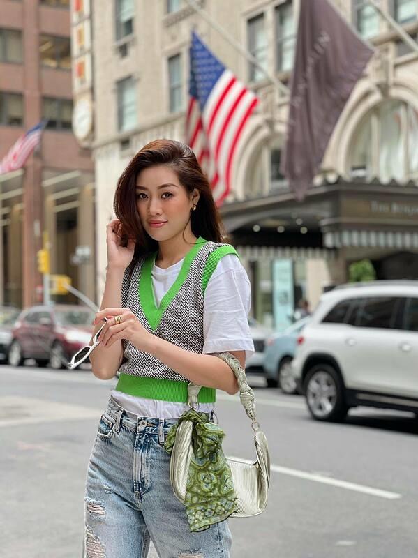 Hiện Khánh Vân và anh Bảo Hoàng - giám đốc quốc gia của Miss Universe tại Việt Nam - di chuyển sang New York giải quyết một sống công việc kết hợp nghỉ ngơi.