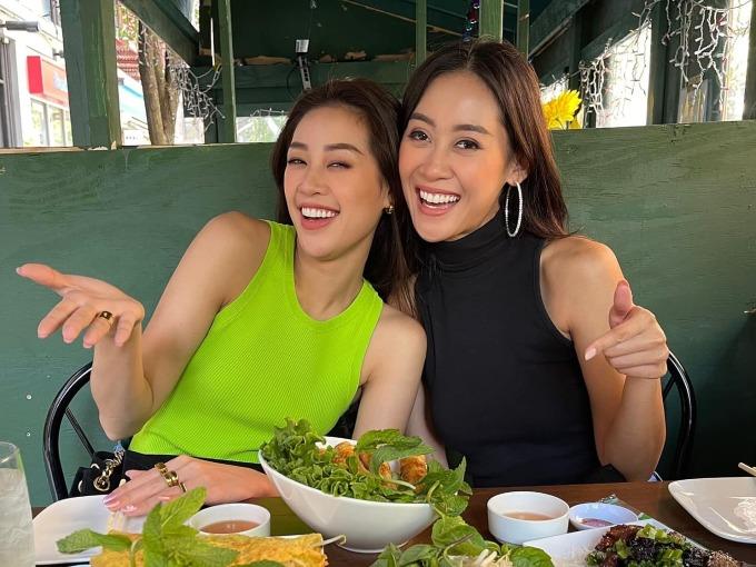 Khánh Vân hội ngộ bạn cùng phòng - hoa hậu Malaysia. Họ cùng đi shopping, thưởng thức nhiều món ăn Việt Nam.