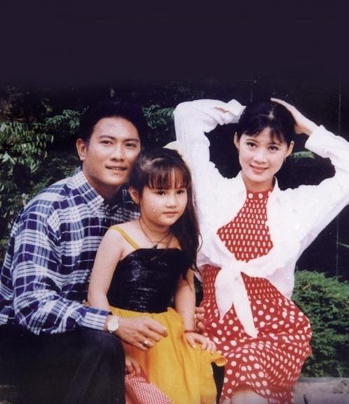 Diễm My 9x bầu bĩnh, đáng yêu khi đóng phim Đứng dậy sau cơn mê cùng người đẹp Diễm Hương và tài tử Hoàng Phúc đầu thập niên 1990. Là con một, Diễm My từ nhỏ được bố mẹ cho học nhiều môn năng khiếu. Năm tuổi, cô bắt đầu đóng phim.