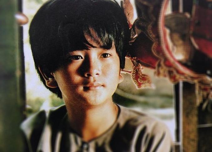 Năm 1997, Hùng Thuận 14 tuổi, trở hành diễn viên nhí nổi tiếng nhất Việt Nam với phim Đất phương Nam. Gương mặt hiền lành, lối diễn mộc mạc, Hùng Thuận trở thành hiện thân hoàn hảo của bé An bước ra từ trang sách. Anh duy trì đóng phim khá đều đặn từ thời niên thiếu tới tận bây giờ. Tuy nhiên, cái bóng quá lớn của Đất phương Nam khiến Hùng Thuận khó tạo thêm vai diễn nổi bật khác. Anh vừa đóng phim vừa đi hát, làm thêm nhiều công việc khác để kiếm sống.