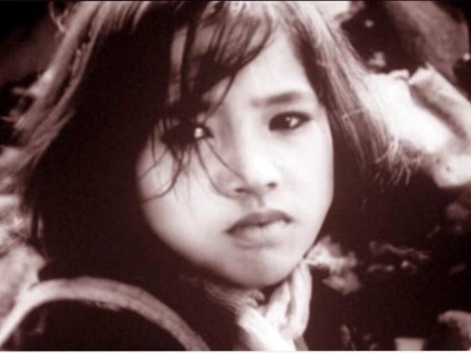 Trong lớp nghệ sĩ 5x, 6x, NSND Lan Hương là người hiếm hoi đóng phim từ nhỏ. Chị bén duyên màn ảnh với vai diễn Ngọc Hà trong phim Em bé Hà Nội, khi 11 tuổi. Gương mặt trầm buồn, đôi mắt biết nói, Lan Hương gieo vào ký ức nhiều thế hệ khán giả chân dung cô bé đáng thương nhưng mạnh mẽ, mất mẹ và em sau trận dội bom của Mỹ ở Hà Nội, một mình đi tìm bố. Thành công của phim Em bé Hà Nội năm ấy khiến tựa đề bộ phim trở thành biệt danh của Lan Hương ngoài đời.